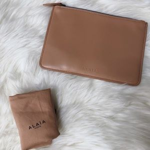 NEW 🌷 Alaia Creamy Tan Zip Pouch Leather Clutch